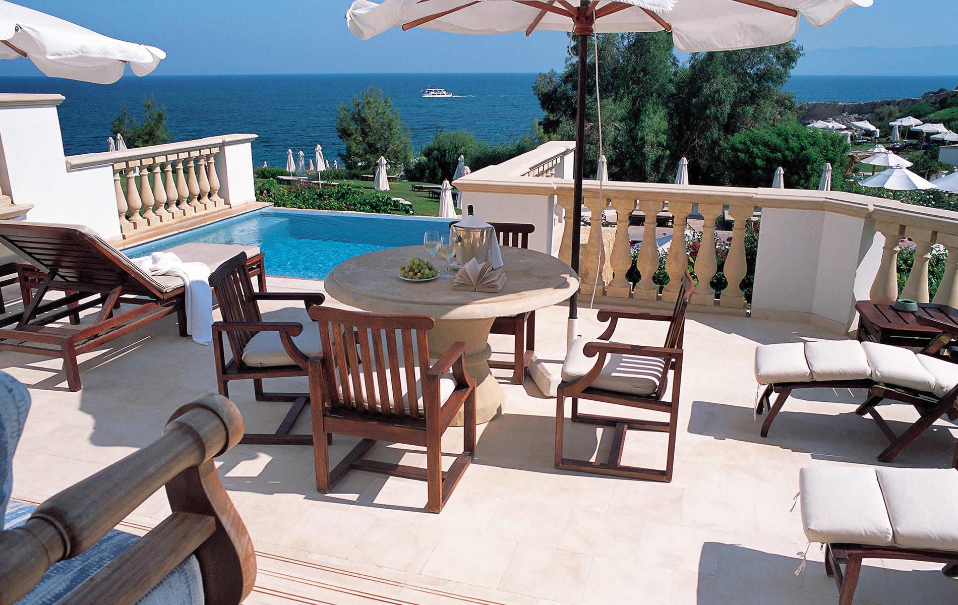family-2bedroom-suite-pool-anassa-hotel-balcony-9