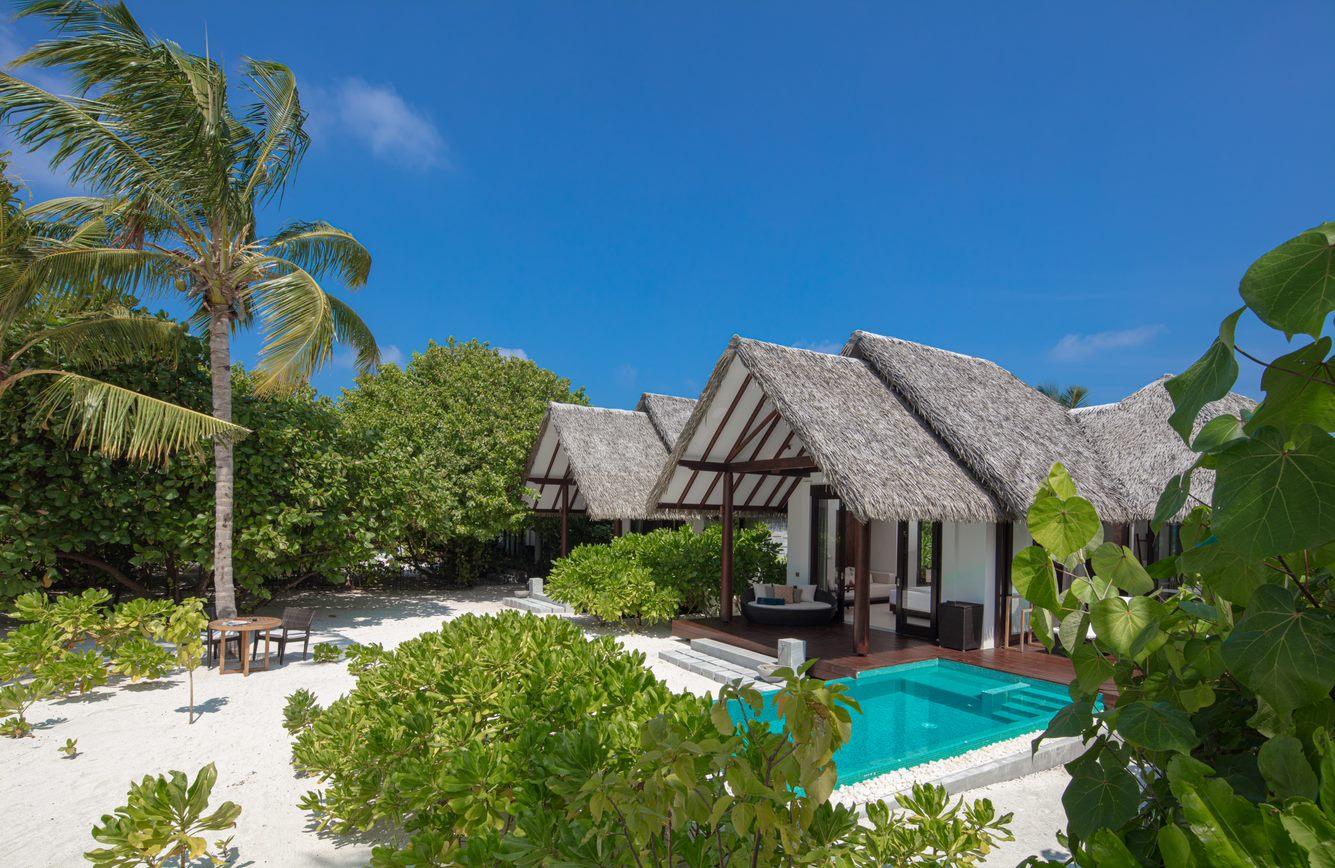 family pool beach villa5