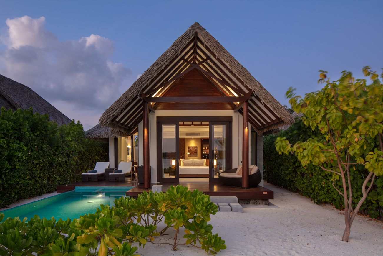 pool beach villa6